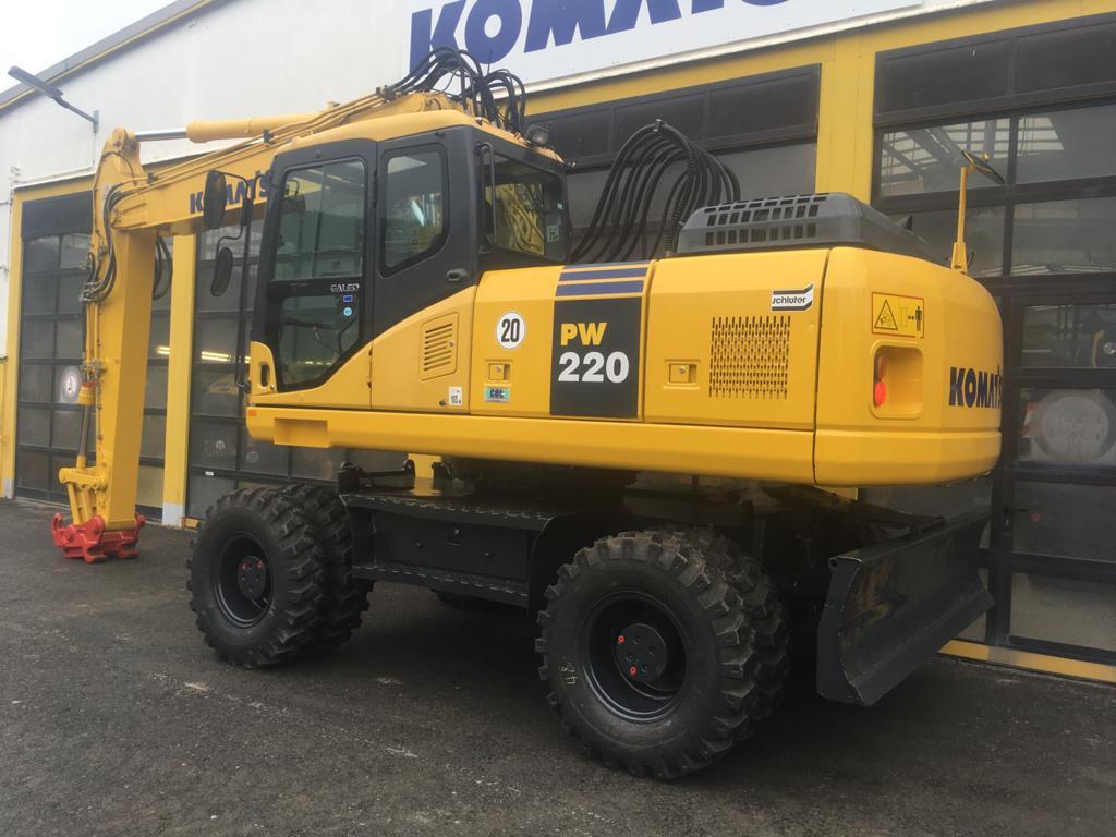 KOMATSU PW 220-7H - 02