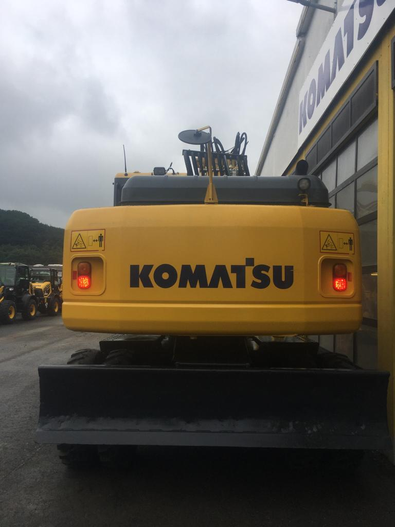 KOMATSU PW 220-7H - 09