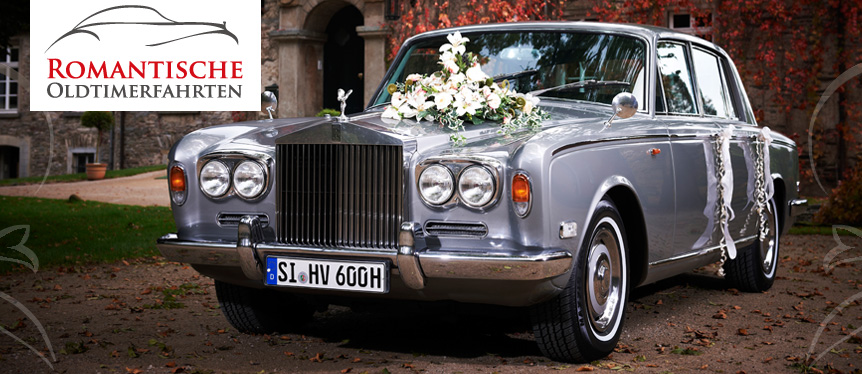Erleben Sie eine romantische Fahrt in einem Oldtimer. Unser Chauffeur fährt Sie zu Ihrer Traum-Hochzeit.