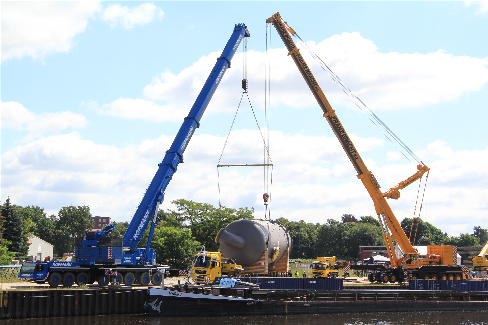 Telescopic mobile cranes from hofmann paderborn germany for Motors used in cranes